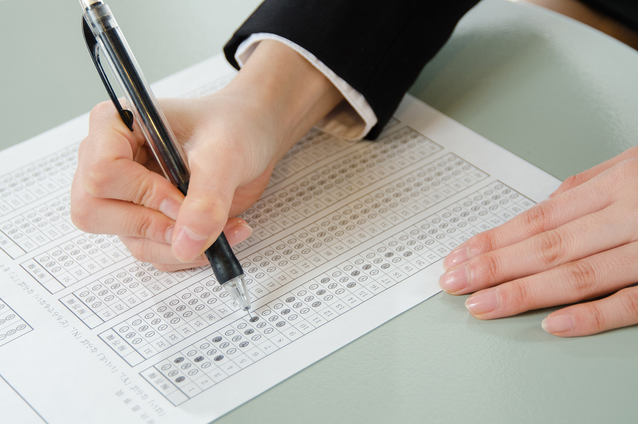 学校の試験と発想を変えろ!「ふるい落とされない」ための就職試験対策